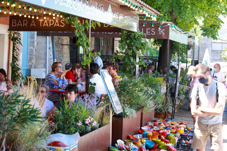 photo de la terrasse du restaurant Maison Baumo dans le Luberon
